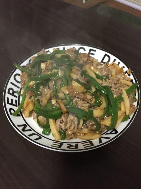 【料理初心者向け】簡単!基本の青椒肉絲の作り方(料理のコツも紹介)