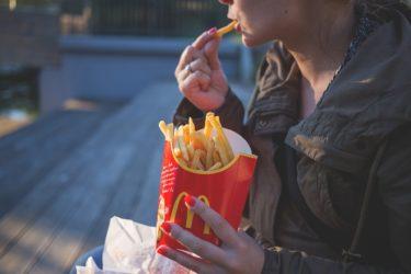 電車内の飲食はマナー違反?鉄道ファンの見解